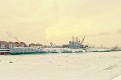 由施密特陆军中尉堤防的苏联潜水艇S-189博物馆在暴风雪 库存图片