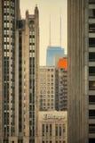 由日出的芝加哥汉考克和论坛大厦 图库摄影