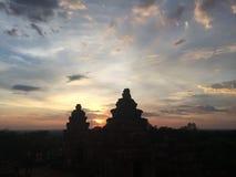 由日落的亚洲寺庙 库存照片