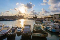 由日落的台湾桃园yung-an捕鱼港口 库存图片