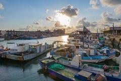 由日落的台湾桃园yung-an捕鱼港口 免版税库存图片