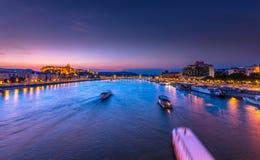 由日落的布达佩斯 免版税图库摄影