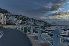由日落的开普敦大西洋海岸 免版税库存照片