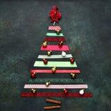 由明亮的丝带做的抽象圣诞树 顶视图,正方形 库存照片