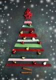 由明亮的丝带做的抽象圣诞树 顶视图 库存照片