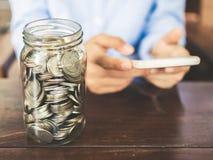 由智能手机和技术在网上捐赠 免版税库存图片