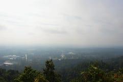 由有雾的北泰国乡下风景盖子在早晨 免版税库存图片