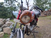 由木会工艺的人的疯狂的自行车修改在那加兰邦 库存图片