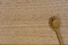 由木头和板材做的匙子 图库摄影