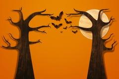 由木头和树做的棒飞行在橙色砖墙 免版税库存图片