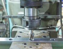 由机器的轻拍的金属箱子 免版税库存照片