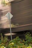 由标志的火车 库存照片