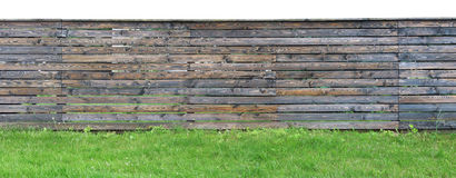 由棕色松树做的长的老坚实坚实木农村篱芭p 库存图片