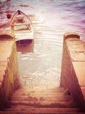 由步的小船 库存照片