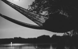 由河的吊床在晚上 免版税库存图片