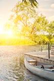 由河的独木舟 库存照片