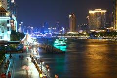 由河的现代城市 免版税库存图片
