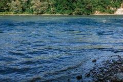 由河的瑞士风景 免版税图库摄影