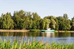 由河的7月早晨 库存图片