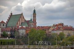 由河维斯瓦河美丽如画的风景的老镇在市华沙,波兰 库存照片