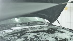 由泡沫的清洁汽车从干净的关心关心服务 股票录像