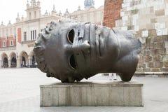 """由波兰艺术家伊戈尔Mitoraj雕刻""""色情bendato"""" 免版税库存图片"""