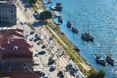 由波尔图堤防的酒小船 免版税库存照片