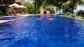 由海印度尼西亚,巴厘岛的旅馆 股票录像