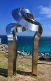 由海展览的雕塑在Bondi 库存图片