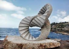 由海展览的雕塑在Bondi 免版税库存图片