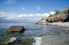 由海岸线的峭壁 免版税库存图片