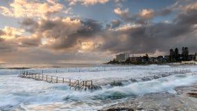 由海洋水池的日出 图库摄影