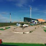 由海滩的微型高尔夫球 免版税库存图片