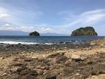 由海滩的海岛 免版税库存图片