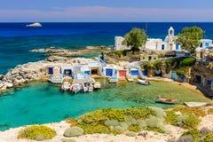 由海的传统希腊村庄 库存图片