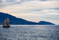 由海的山,登上Ayu Dag,雅尔塔,克里米亚 免版税库存照片