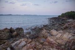 由海的岩石 免版税库存图片