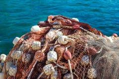 由海的捕鱼网堆 免版税库存图片
