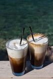 由海的早晨咖啡 免版税库存照片