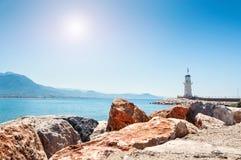 由海的灯塔在阿拉尼亚,土耳其 免版税库存图片
