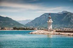 由海的灯塔 库存照片