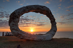 由海的雕塑打开 库存照片