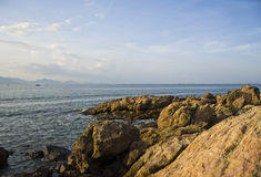 由海的风景有岩石的 图库摄影