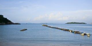 由海的风景有蓝天的在中国 免版税库存照片