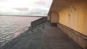 由海的风雨棚 库存照片