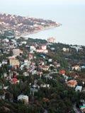 由海视图的度假村从上面 免版税库存图片