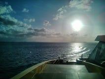 由海运的日落 图库摄影