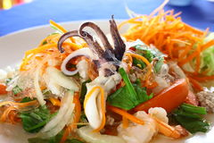 由海鲜和软的面条的泰国沙拉 免版税库存图片