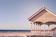 由海滩的一个亭子 免版税库存照片