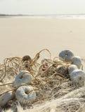 由海滩的捕鱼网 免版税库存照片